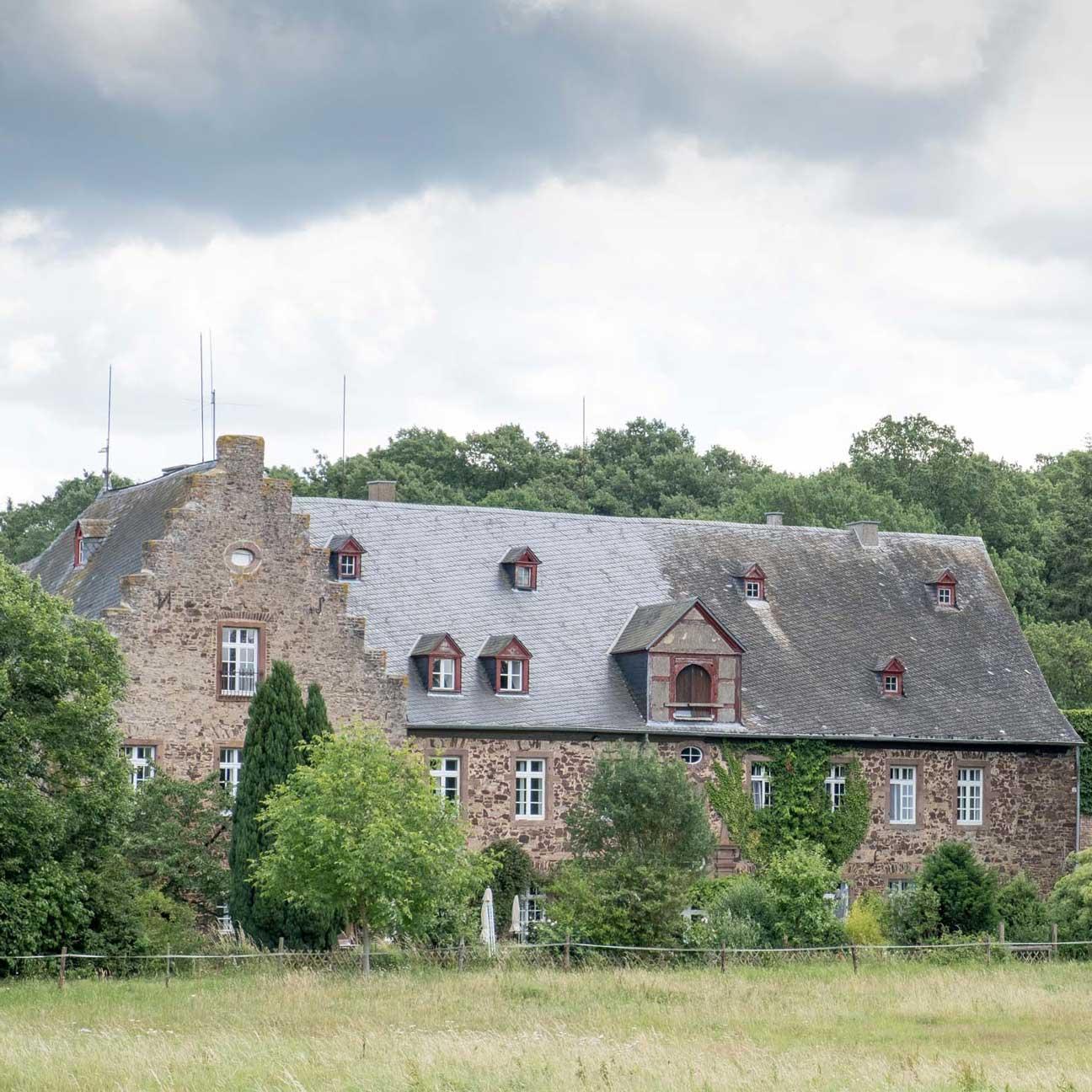 Kloster Schweinheim - Haupthaus und Refektorium